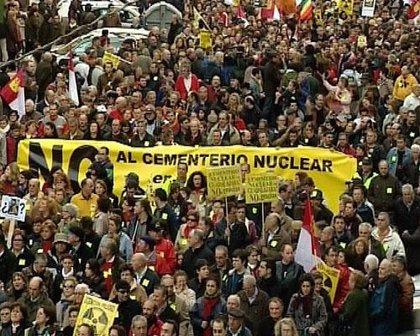 """Casi 9.000 internautas en Facebook dicen """"no"""" al almacén nuclear en sus provincias"""