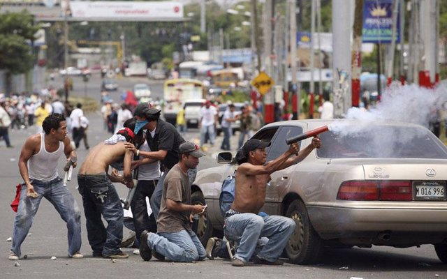 Partidarios del FSLN se manifiestan en las calles de Managua
