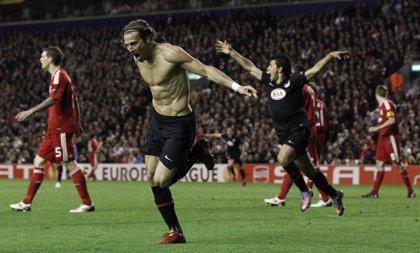 Forlán mete al Atlético en la final de Hamburgo