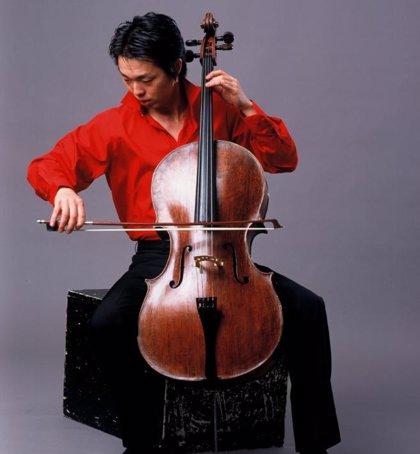 El violonchelista Li Wei actúa hoy como solista junto a la Orquesta Sinfónica de Tenerife