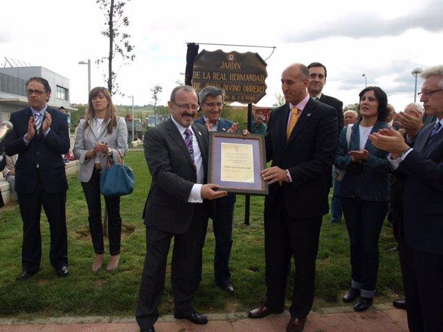 León inaugura el parque de la Real Hermandad de Jesús Divino Obrero ...