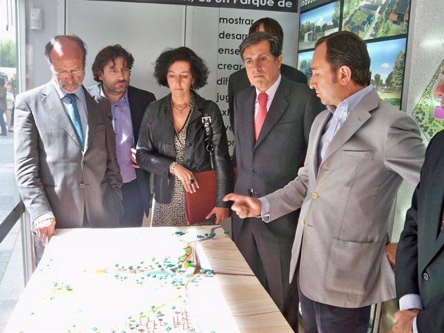 El Alcalde De Valladolid Y El Presidente De La Fundación Talleres Del Pinar, Ant