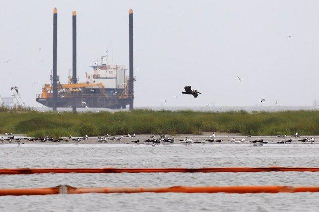 Mancha de crudo, petroleo se acerca a la costa