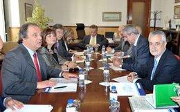 Griñán, Durante La Reunión Con Las Autoridades Del Algarve Y El Alentejo