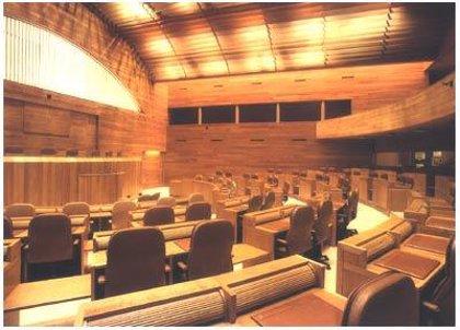 Los grupos de la Cámara gallega aceptan reducirse el sueldo, pero PP y BNG critican las medidas de Zapatero