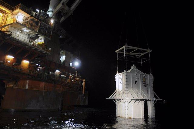 BP Instala Una Campana En La Zona Del Vertido