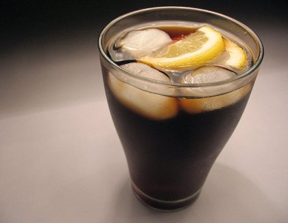 Tomar menos bebidas azucaradas puede bajar la presión sanguínea