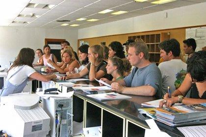 La UIMP amplía el plazo de solicitud de beca hasta el 28 de mayo para los cursos de Santander de julio a septiembre