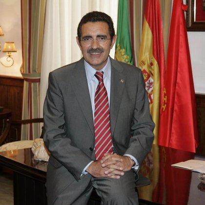 """El alcalde de Mérida dice que el decreto que impide endeudarse hasta 2012 supondrá un """"sacrificio muy costoso"""""""