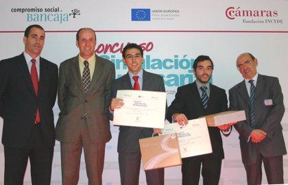 Dos alumnos de la UPO ganan el primer premio del concurso de simulación empresarial Bancaja y Fundación Incyde