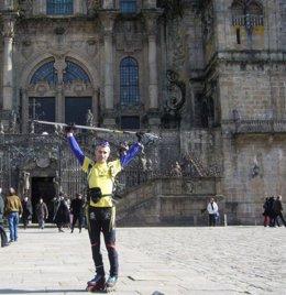 El alpinista Andrés Villar antes de iniciar el Camino Francés en patines