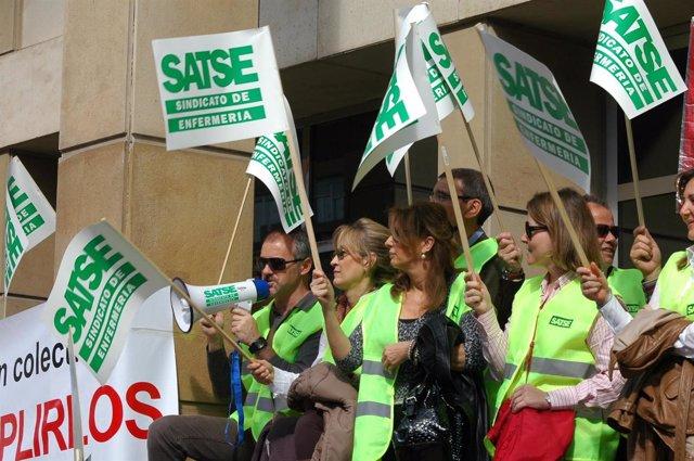 Miembros del sindicato de enfermeria durante una protesta