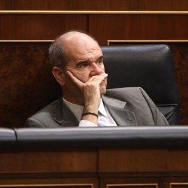 """Chaves anuncia la """"reprogramación"""" de inversiones en el Plan Canarias debido a la crisis"""