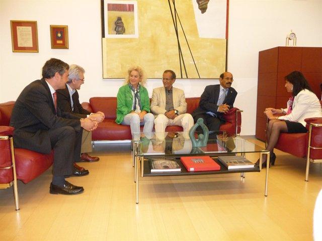 Recepción en el Parlamento de Navarra al ministro de Cooperación Saharaui, Salek