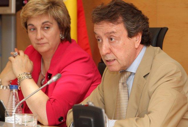 María Jesús Ruiz y De Santiago-Juárez en la rueda de prensa del Consejo de Gobie