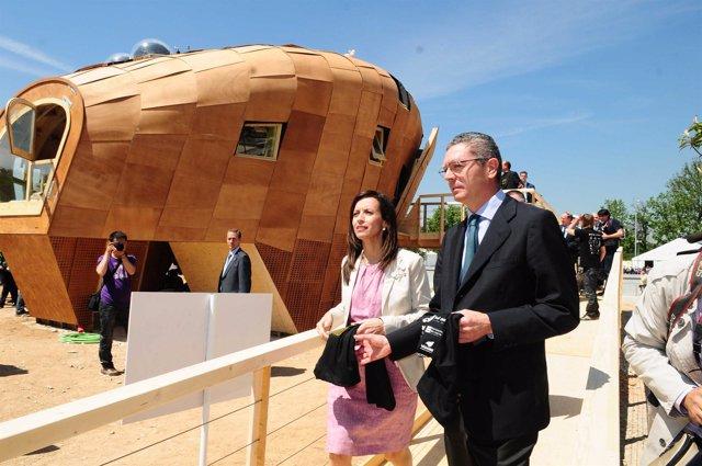 Beatriz Corredor y Alberto Ruiz-Gallardón visitan los proyectos del Solar Decath