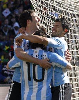 Higuaín pone a Argentina rumbo a octavos