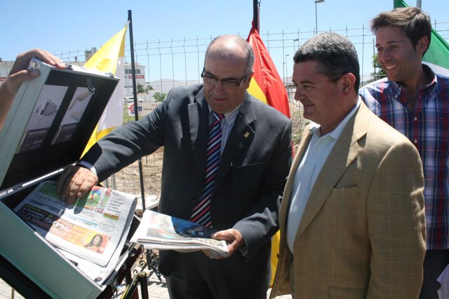 Acto de colocación de la primera piedra en El Carpio (Córdoba) del futuro Centro