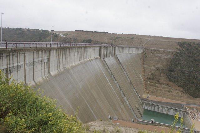 Pantano de Montearagón en Huesca