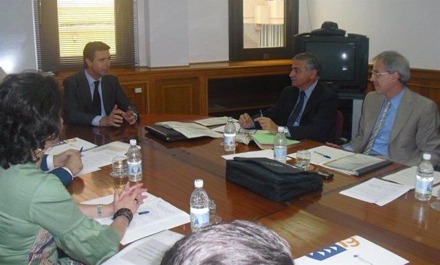 El vicepresidente del Gobierno canario, José Manuel Soria, en una reunión con el
