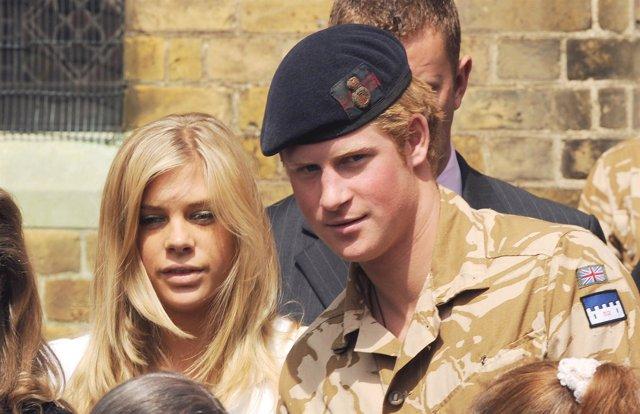 El príncipe Enrique de Gales y su novia Chelsy Davy