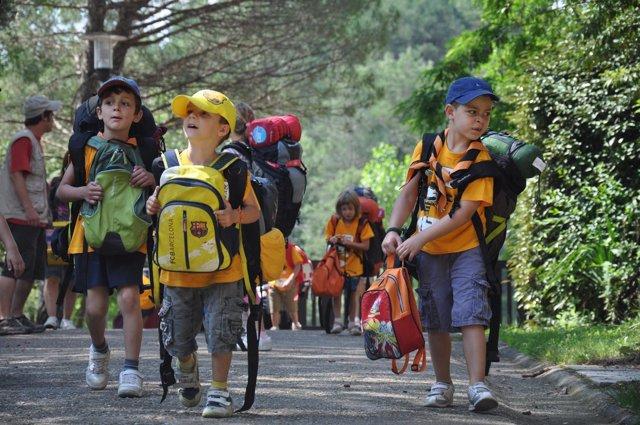 Niños marchan de colonias estivales