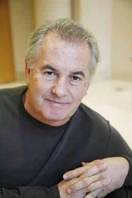 El cantante, Victor Manuel.