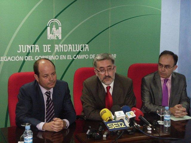 Antonio Ávila y el presidente del grupo Alonso durante su rueda de prensa.
