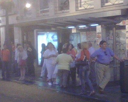 Usuarios de Metro recurren al tren, autobús y al taxi ante el cierre por huelga del suburbano para llegar al trabajo