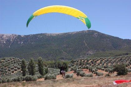 El cielo de la Sierra de Segura se puebla desde hoy con el Festival Internacional del Aire 'El Yelmo'