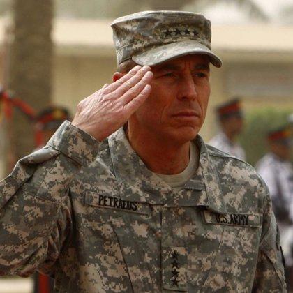 """Obama expresa su """"plena confianza"""" en Petraeus"""