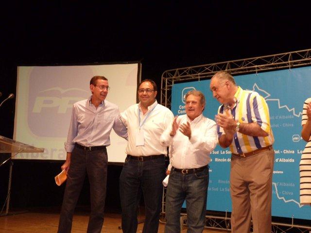 Clemente, Rus y Blasco aplauden a Soler en L'Alcúdia.