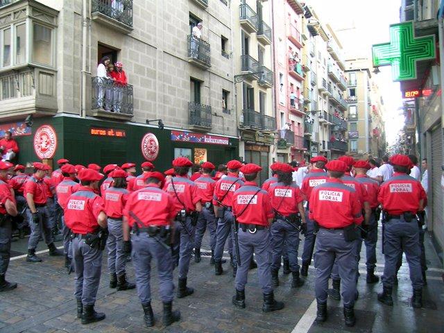 Agentes de la Policía Foral durante los Sanfermines.