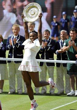 Serena celebra su cuarto triunfo en Wimbledon
