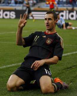 Klose hace doblete para Alemania