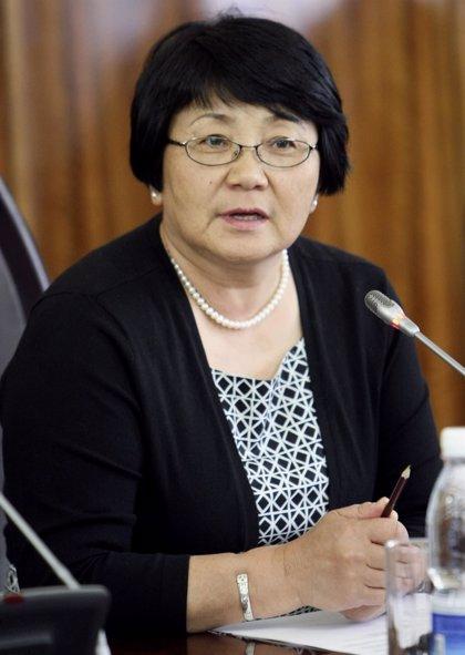 """Otunbayeva: el país se recuperará """"sin ayuda de nadie"""""""