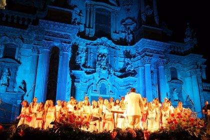 La Coral Discantus y el grupo Jazz Mediterráneo Quartet interpretan un programa de versiones música pop