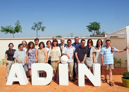 Barreda visita una vivienda tutelada en Villanueva (Ciudad Real) en la que la Junta ha invertido más de 300.000 euros
