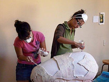 Cultura.- Alumnos de la UPV restauran ánforas del siglo V a.d.C. en el Museo Municipal de Requena (Valencia)