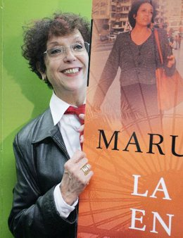La escritora en la presentación del libro.