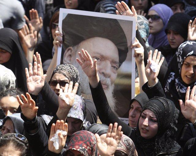 Manifestaciónlibanesa por el lider espiritual Husein Fadlalá