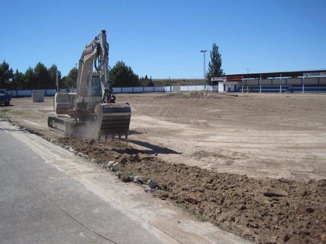 Trabajos en el campo de fútbol de Alagón