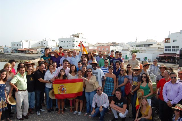 José Manuel Soria con jóvenes de NNGG de Canarias
