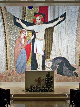 Altar de la capilla del Centro Hospitalario Benito Menni de Valladolid