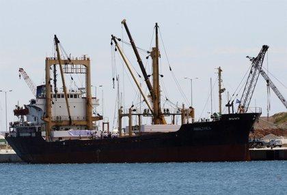 El barco libio con ayuda para Gaza espera en aguas internacionales
