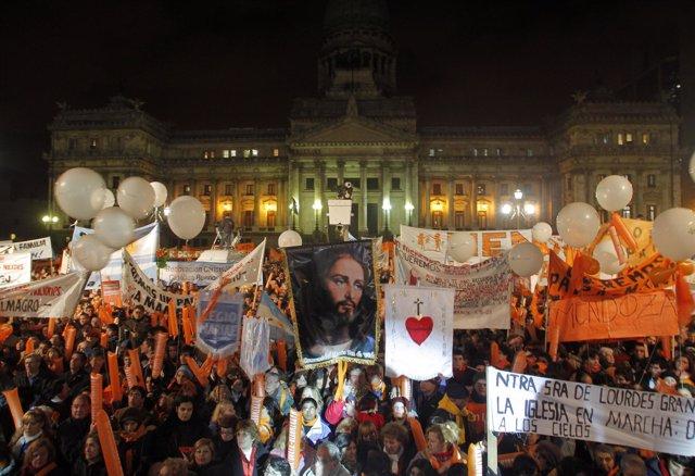 Multitudinaria manifestación contra la legalización del matrimonio homosexual en