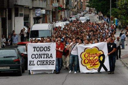 Los trabajadores de Chupa Chups continuan hoy en Ribadesella con la campaña de informacion y captacion de apoyos