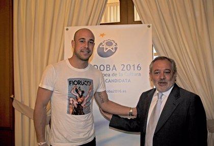 El alcalde agradece a Pepe Reina su compromiso con la ciudad y le felicita por la victoria de España