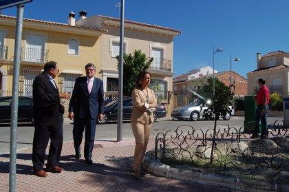 Pizarro visita Baena y Montoro, donde la Junta y el Estado invierten diez millones con los planes anticrisis