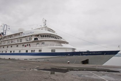El buque 'Spirit of Oceanus' realiza su primera escala en el Puerto